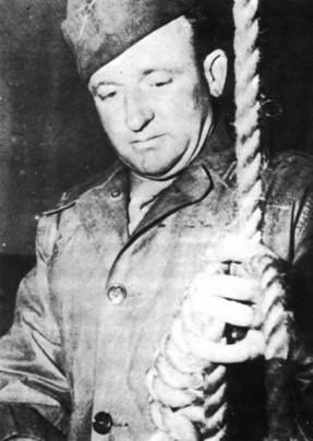 Public-Domain-Master-Sergeant-Woods-readies-the-Gallows-at-Nuremberg-in-19462-454x640